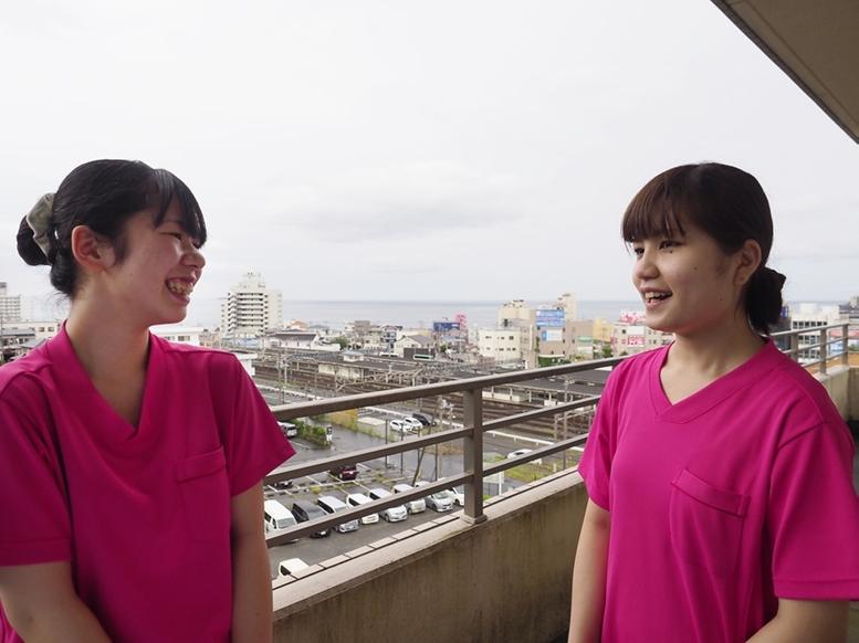二人の笑顔の写真
